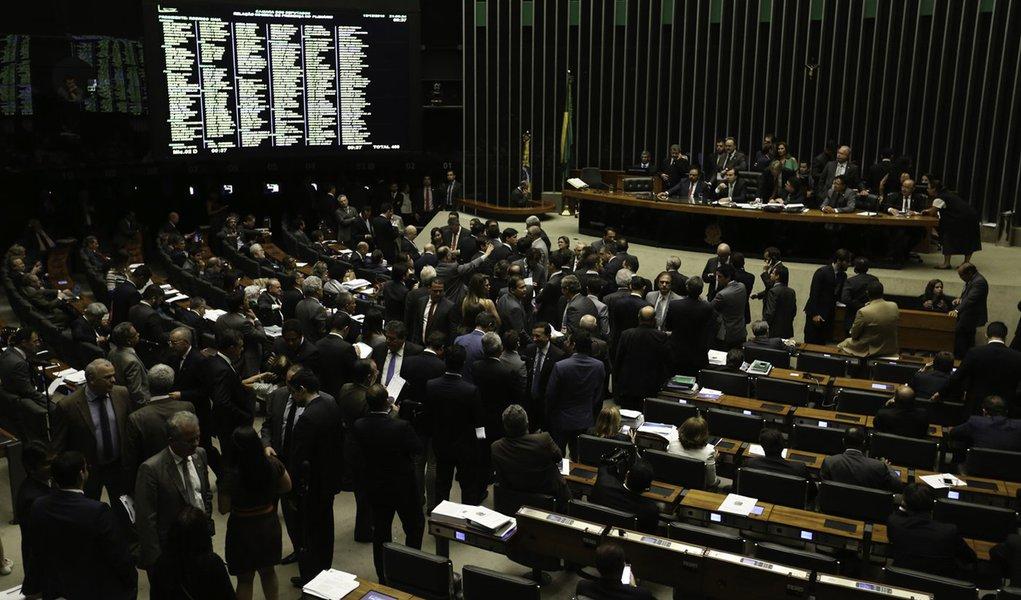 Brasília - O Plenário da Câmara dos Deputados concluiu a votação da Medida Provisória 746/16, que trata da reforma do ensino médio (Fabio Rodrigues Pozzebom/Agência Brasil)