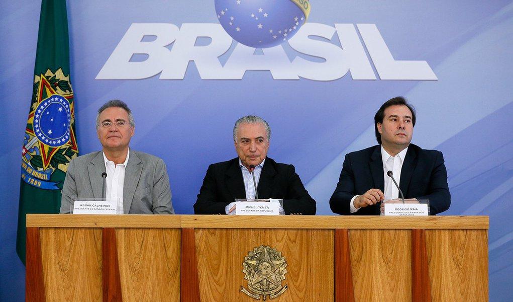 Presidente Michel Temer o Presidente do Senado Federal Renan Calheiros e o Presidente da Câmara dos Deputados, Deputado Rodrigo Maia, durante coletiva de imprensa no Palácio do Planalto. (Brasília - DF 27/11/2016)