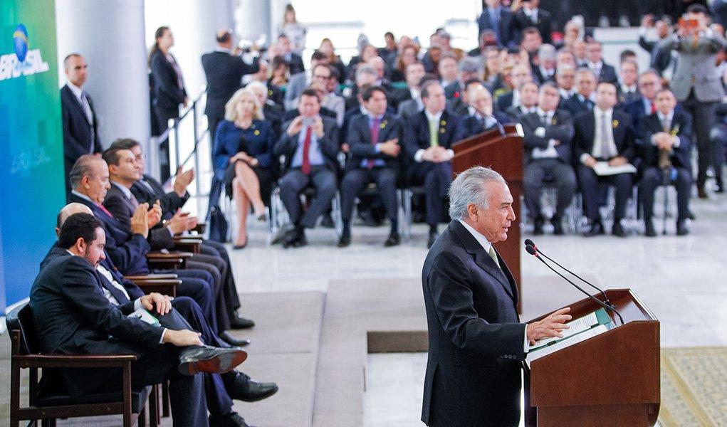 Brasília - DF, 30/06/2016. Presidente em Exercício Michel Temer durante encontro com representantes da Confederação das Associações Comerciais e Empresariais do Brasil - CACB. Foto: Beto Barata/PR