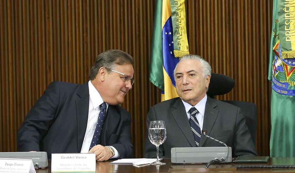 Brasília - O ministro da Secretaria de Governo, Geddel Vieira Lima, e o presidente interino Michel Temer durante reunião com líderes da Câmara e do Senado, no Palácio do Planalto. (Marcelo Camargo/Agência Brasil)