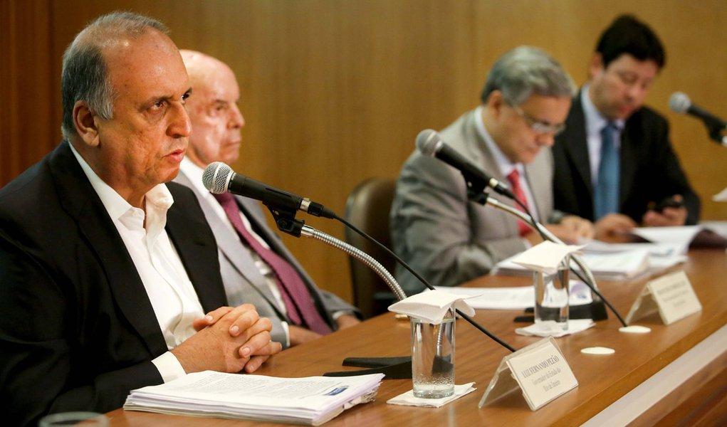 Rio de Janeiro, 04-11-2016.Governador Luiz Fernando Pezão e o vice governador Francisco Dornelles anunciam pacote de austeridade para enfrentar a crise. Foto: Carlos Magno