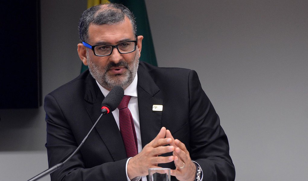 O vice-presidente da Frente Nacional dos Prefeitos, Jairo Jorge (prefeito de Canoas/RS), participa de audi�ncia p�blica na Comiss�o Especial do Pacto Federativo (Wilson Dias/Ag�ncia Brasil)