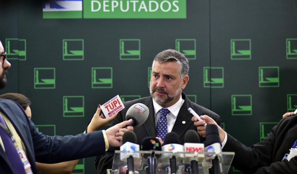 Brasília- DF- Brasil- 01/04/2016- Dep. Paulo Pimenta (PT - RS), concede entrevista. Foto: Zeca Ribeiro/ Câmara dos Deputados