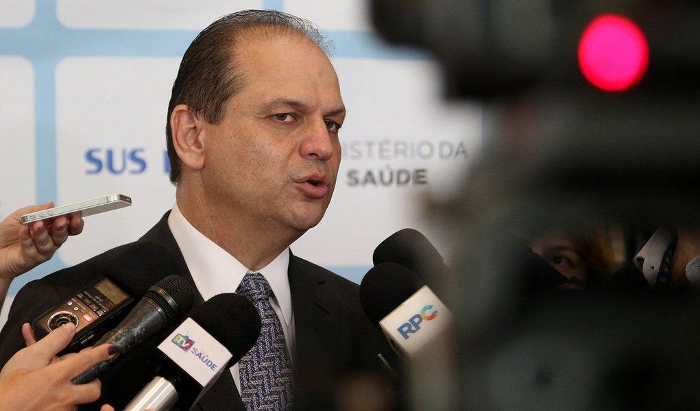 ministro da Saúde, Ricardo Barros, durante assinatura das portarias de habilitação dos novos serviços de saúde. Curitiba (PR), 17/10/2016. Foto: Rodrigo Nunes/MS