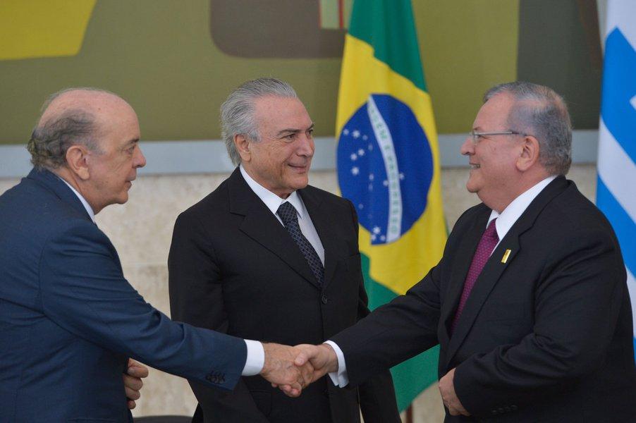 Brasília - O presidente em exercício, Michel Temer, recebe em cerimônia no Palácio do Planalto, carta credencial do embaixador, Kyriakos Amiridis, da República Helênica. (José Cruz/Agência Brasil)