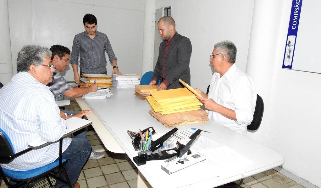 Representantes de empresas participam da primeira sessão pública da CCL com entrega de envelopes de habilitação e propostas de preço . Foto: Divulgação