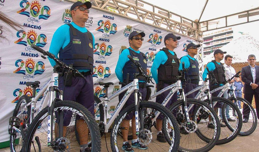 Prefeito Rui Palmeira Entrega Bicicletas a Guarda Municipal Foto:Marco Antônio/Secom Maceió