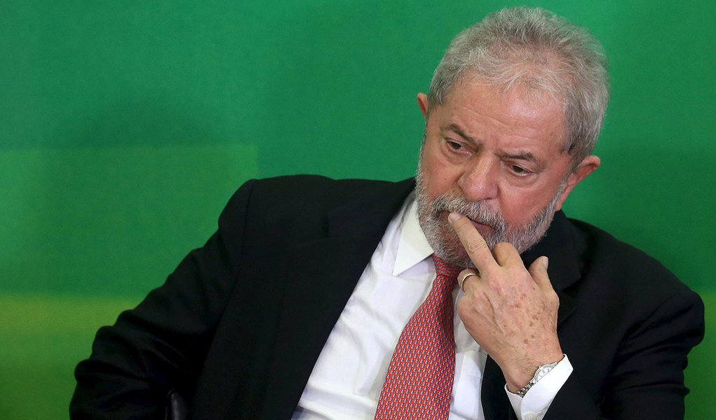 Brazil's former president Luiz Inacio Lula da Silva gestures during his appointment as chief of staff, at Planalto palace in Brasilia, Brazil, March 17, 2016. REUTERS/Adriano Machado