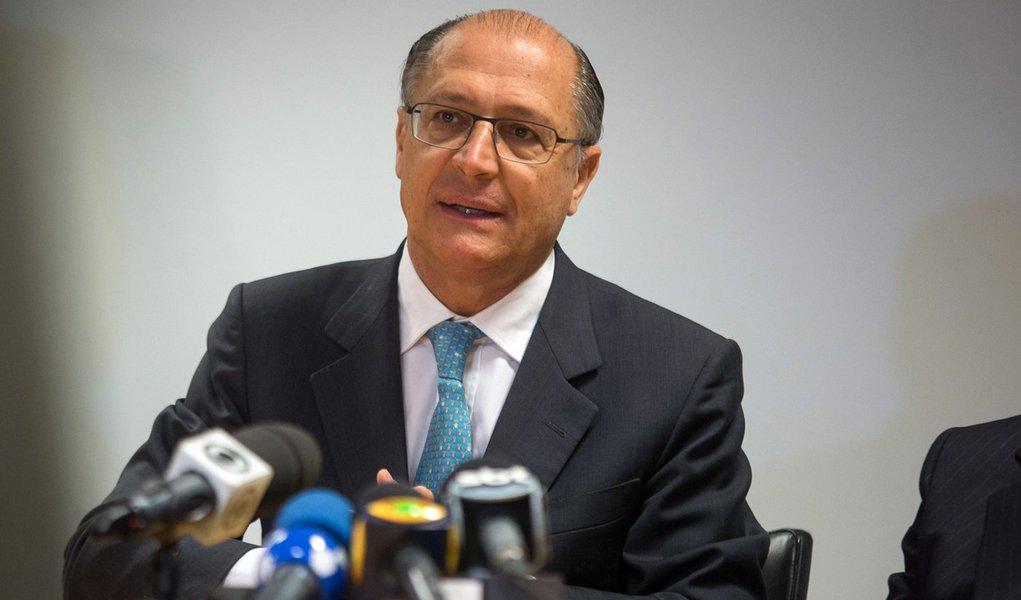 O governador Geraldo Alckmin durante entrevista coletiva na OECD em Paris apos apresenta‹o da cidade de Sao Paulo para receber a Expo 2020. DATA: 12/06/2013 LOCAL: Paris/França FOTO: MASTRANGELO REINO/A2 FOTOGRAFIA