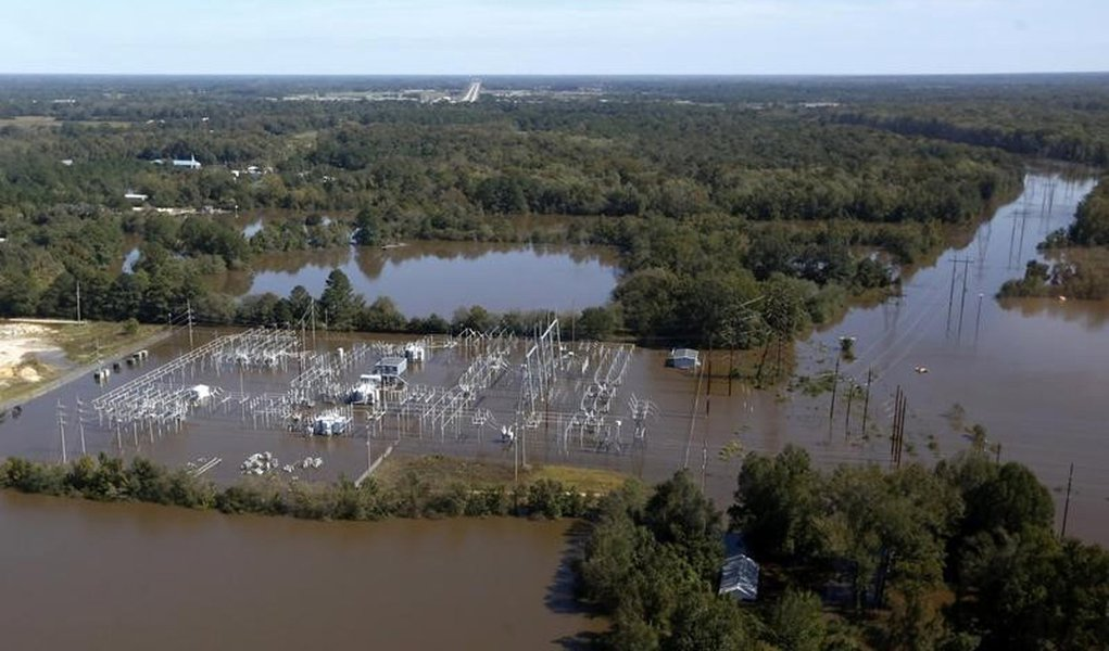 Flooding waters of the Tar River cover a local power plant due to rainfall caused from Hurricane Matthew in Greenville, North Carolina, U.S., October 11, 2016. REUTERS/Nicole Craine