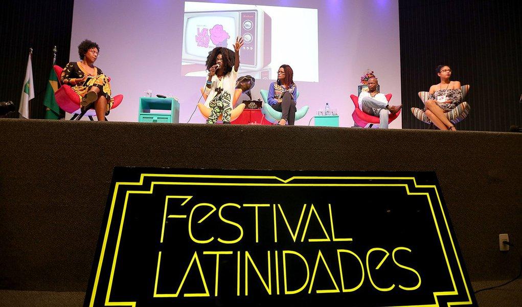 Brasília - Mesa de discussão Estética como estratégia Política, no terceiro dia do Festival Latinidades 2016 (Wilson Dias/Agência Brasil)