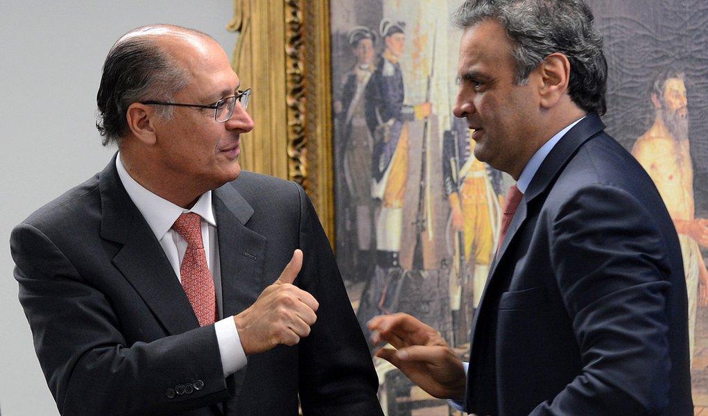 Brasília - O governador de São Paulo, Geraldo Alckimim, e o senador Aécio Neves, durante Seminário Nacional sobre Aplicação de Medidas Socioeducativas a Adolescentes Infratores, na Câmara dos Deputados