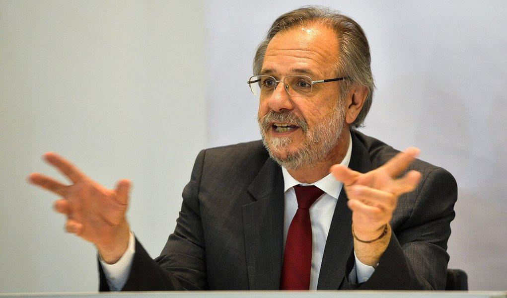 Brasília - O Conselho Curador do FGTS realiza reunião sob o comando do ministro do Trabalho e Previdência Social (MTPS), Miguel Rossetto. Na pauta, o voto do Ministério das Cidades que propõe a suplementação do orçamento operacional para 2016