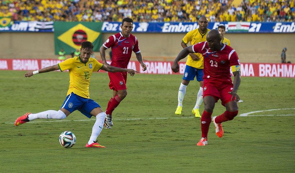 Torcedores durante amistoso da Seleção Brasileira contra a Seleção do Panamá, no Estádio Serra Dourada, em Goiânia (Marcelo Camargo/Agência Brasil)