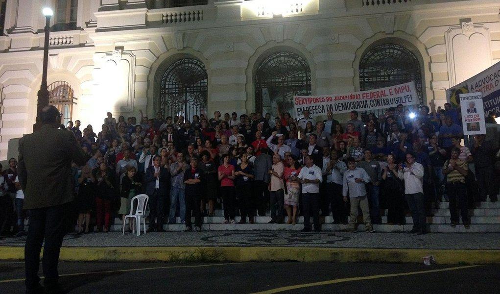 Recife - Advogados de Pernambuco se reúnem em Recife para protestar contra o Impeachment da Presidente Dilma (Sumaia Villela/Agência Brasil)