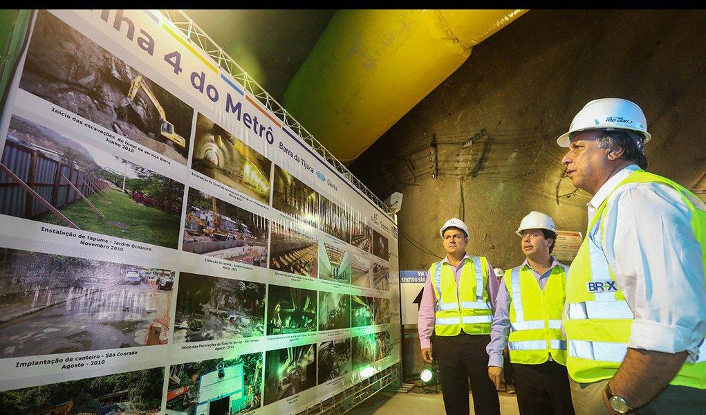 10-11-2014; Rio de Janeiro; Governador Luiz Fernando Pezão na detonação para encontro dos túneis entre São Conrado e Gávea da Linha 4 do Metrô; Fotos: Shana Reis