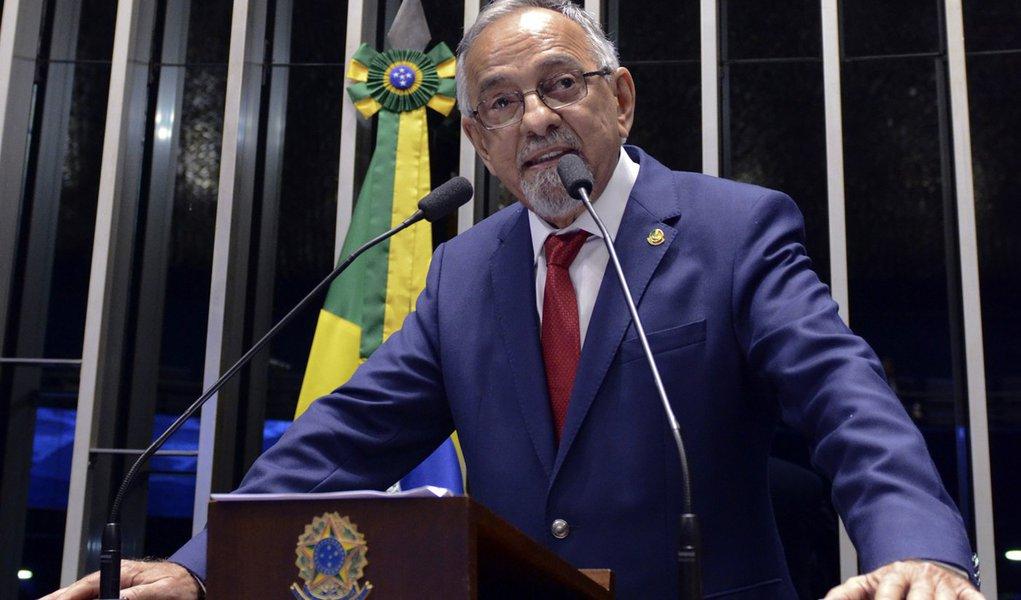 Plenário do Senado durante sessão deliberativa ordinária. Em discurso, senador João Capiberibe (PSB-AP). Foto: Ana Volpe/Agência Senado