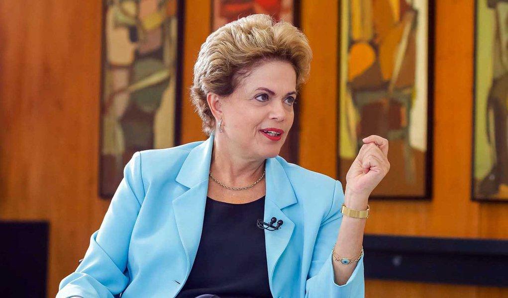 Brasília - DF, 12/08/2015. Presidenta Dilma Rousseff durante entrevista com Kennedy Alencar para o Jornal do SBT. Foto: Roberto Stuckert Filho/PR