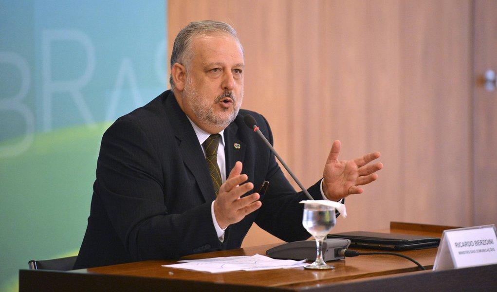O ministro das Comunica��es, Ricardo Berzoini,concede entrevista ap�s reuni�o de coordena��o pol�tica (Jos� Cruz/Ag�ncia Brasil)