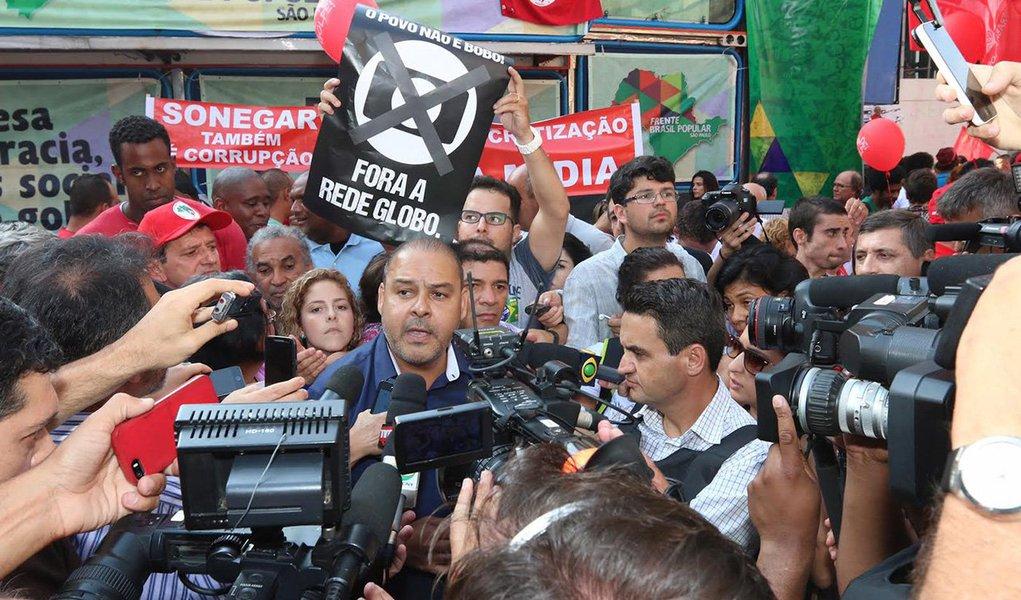 18/03/2016- São Paulo- SP, Brasil- Protestos em apoio ao governo Dilma Rousseff, na avenida Paulista. Vagner Freitas de Moraes, presidente da Cut. Foto: Roberto Parizotti/ CUT