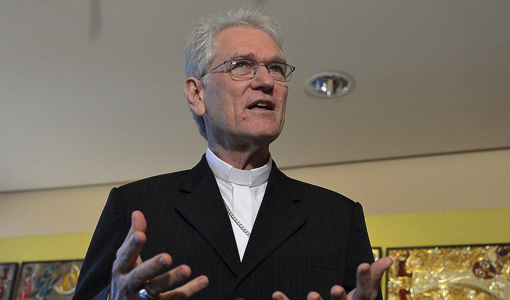 Brasilia - Bispo auxiliar de Brasília (DF) e secretário geral da CNBB, Dom Leonardo Ulrich Steiner fala sobre arenúncia do papa Bento XVI ao posto de líder da Igreja Católica.