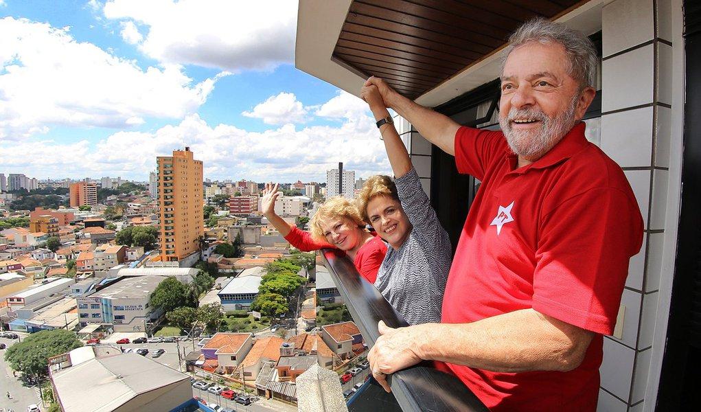 05/03/2016- São Bernardo do Campo- SP, Brasil- A presidente Dilma Rousseff visitou o ex-presidente Lula, em seu apartamento, na cidade de São Bernardo do Campo. Foto: Ricardo Stuckert/ Instituto Lula