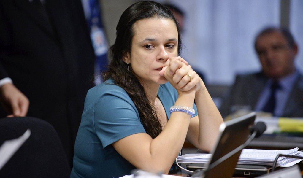 Comiss�o Especial do Impeachment 2016 (CEI2016) ouve os autores do pedido de impedimento da presidente Dilma Rousseff. � mesa, jurista Jana�na Concei��o Paschoal. Foto: Jefferson Rudy/Ag�ncia Senado