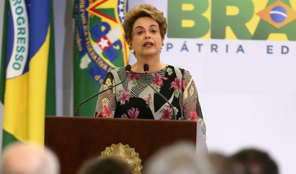 Brasília- DF 23-03-2016 Presidenta Dilma durante cerimônia de lançamento do eixo de desenvolvimento tecnológico, educação e pesquisa do Plano Nacional de Enfrentamento ao Aedes e à Microcefalia Foto Lula Marques/Agência PT