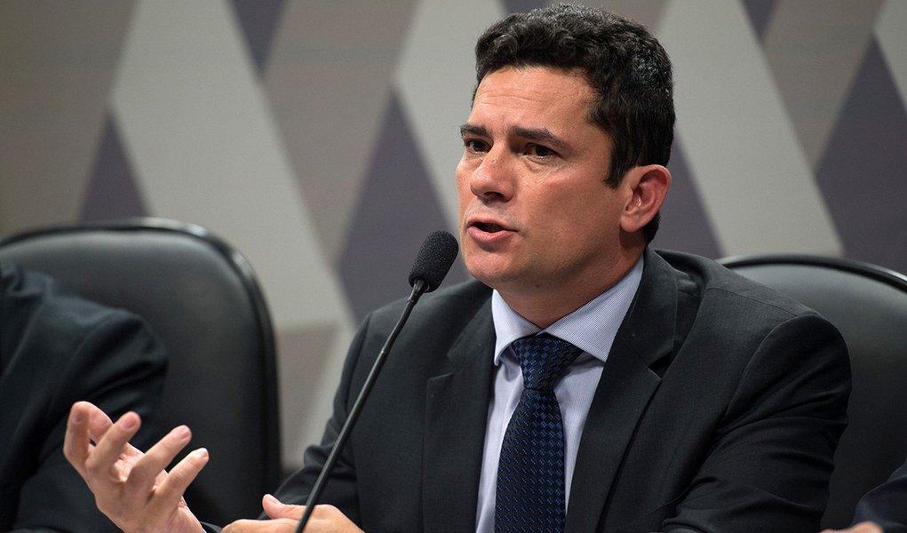 O juiz federal Sergio Moro participa na Comissão de Constituição, Justiça e Cidadania (CCJ) do Senado de audiência pública sobre projeto que altera o Código de Processo Penal (Fabio Rodrigues Pozzebom/Agência Brasil)