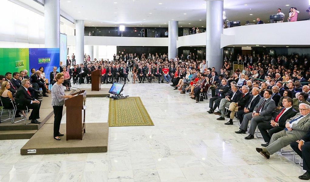 Presidenta Dilma Rousseff durante encontro com Juristas pela Legalidade e em Defesa da Democracia. (Brasília - DF, 22/03/2016)