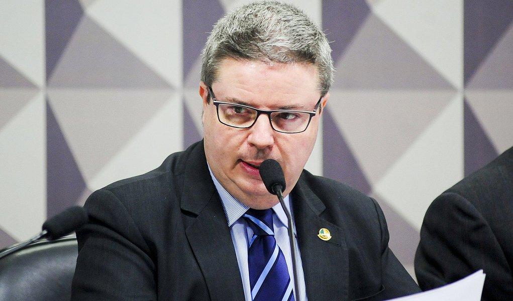 Comissão Especial do Impeachment 2016 (CEI2016) ouve especialistas favoráveis ao afastamento da presidente Dilma. Em pronunciamento, relator da CEI2016, senador Antonio Anastasia (PSDB-MG) Foto: Pedro França/Agência Senado