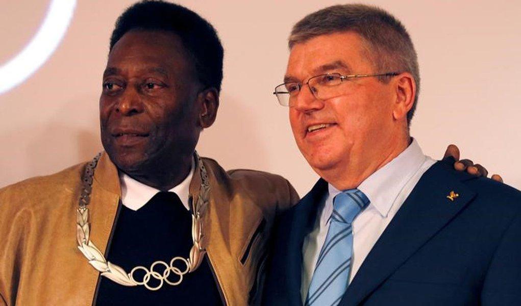 Pelé e Bach em evento no Museu Pelé, em Santos 16/6/2016 REUTERS/Paulo Whitaker
