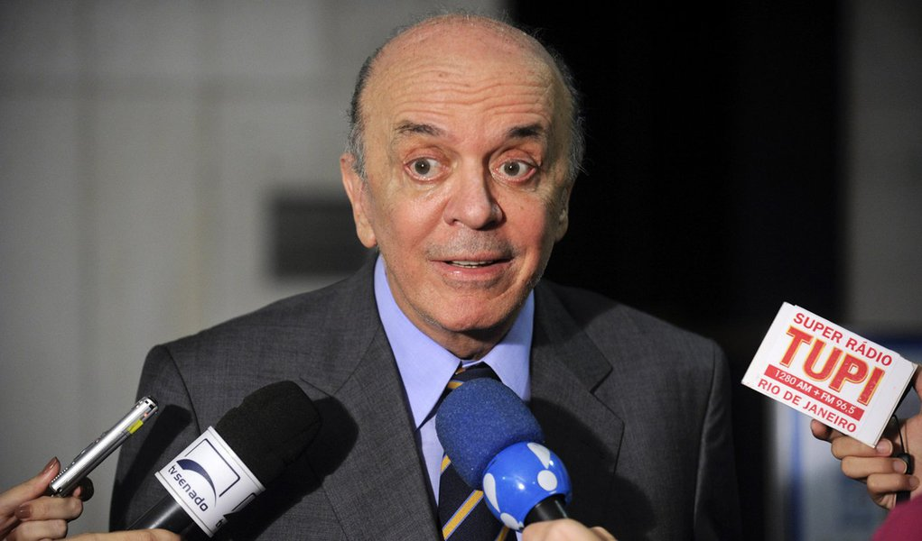 Senador José Serra (PSDB-SP) concede entrevista. Foto: Jefferson Rudy/Agência Senado.