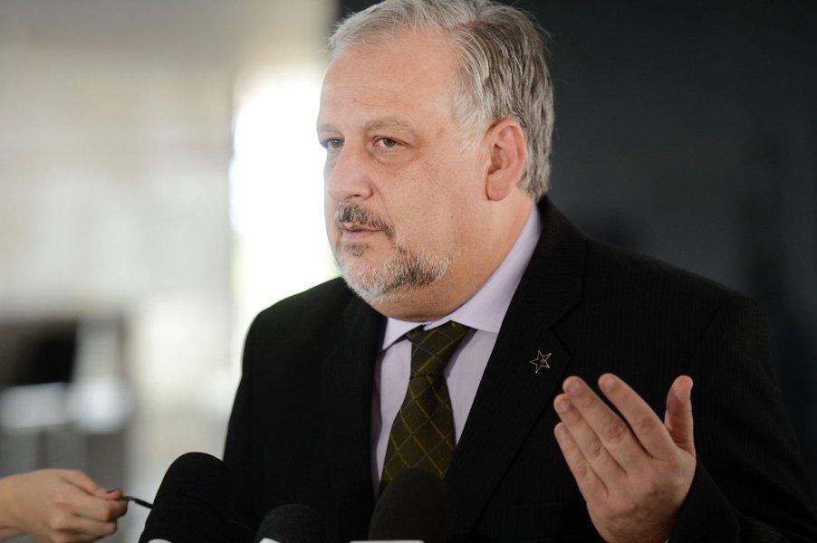 Brasília - O ministro da Secretaria de Governo, Ricardo Berzoini, fala a imprensa no Palácio do Planalto(Fabio Rodrigues Pozzebom/Agência Brasil)