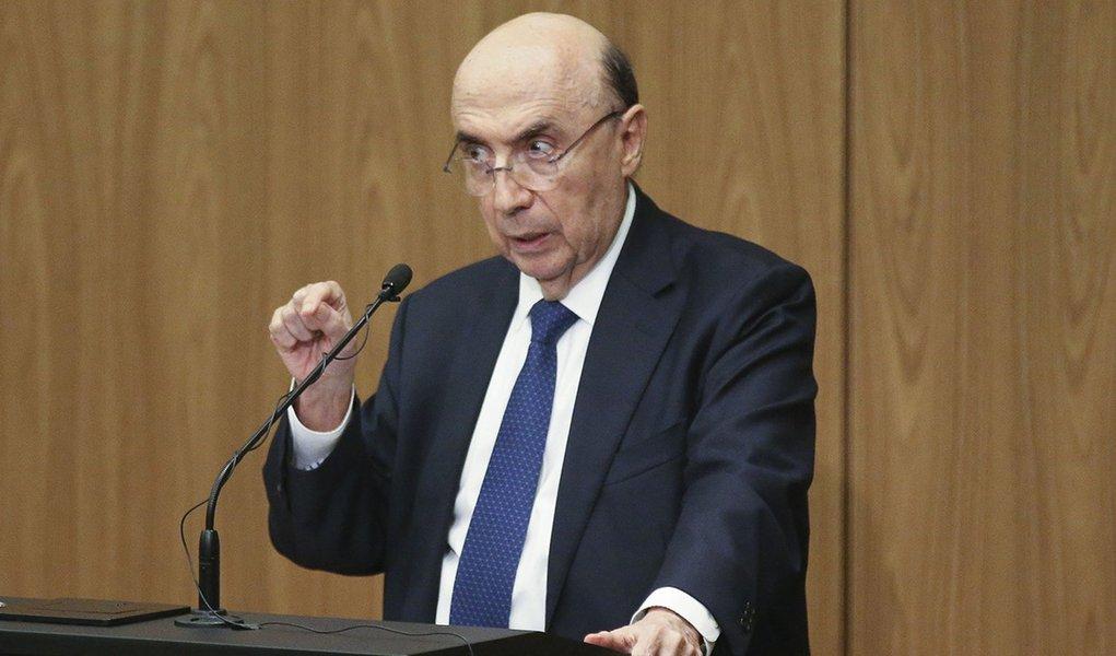 Brasília - O ministro da Fazenda, Henrique Meirelles participa da Cerimônia de transferência do cargo de presidente do Banco Central (Fabio Rodrigues Pozzebom/Agência Brasil)
