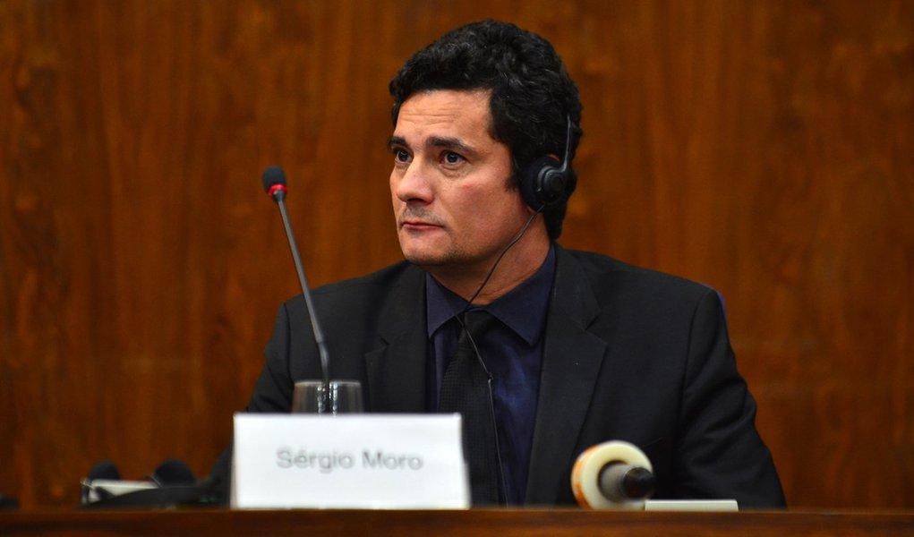 São Paulo - O juiz federal Sérgio Moro participa do simpósio Lava Jato e Mãos Limpas, realizado no auditório do Ministério Público Federal (Rovena Rosa/Agência Brasil)