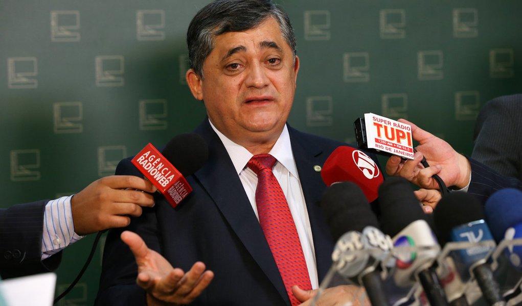 Brasília- DF 09-09-2015 Foto Lula Marques/Agência PT Deputado, José Guimaraes, durante entrevista a imprensa no salão verde da câmara.