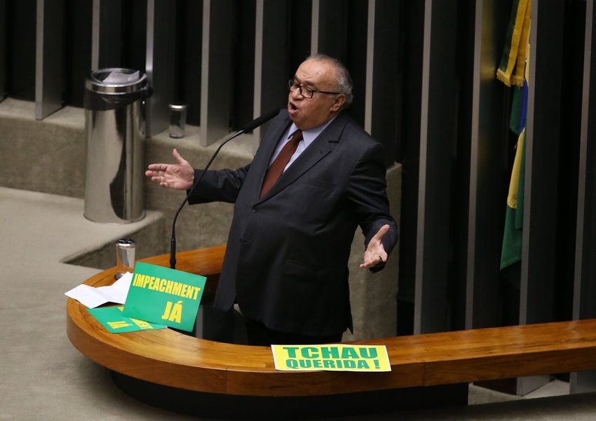 Brasília - Deputado Heráclito Fortes durante sessão de discussão do processo de impeachment de Dilma, no plenário da Câmara (Valter Campanato/Agência Brasil)