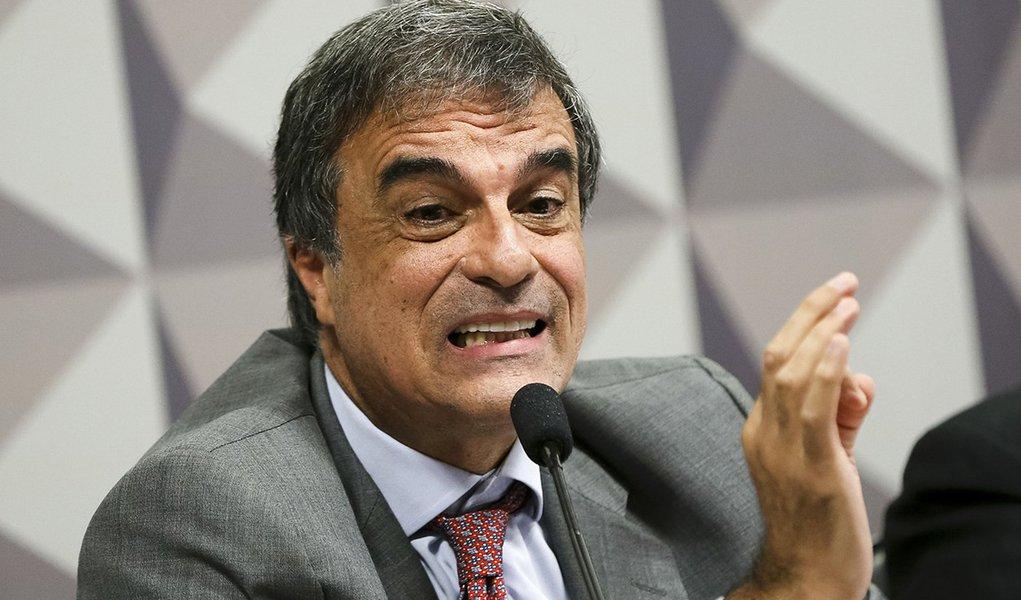 Brasília - O Advogado Geral da União, José Eduardo Cardozo, durante sessão da Comissão Especial do Impeachment do Senado. (Marcelo Camargo/Agência Brasil)