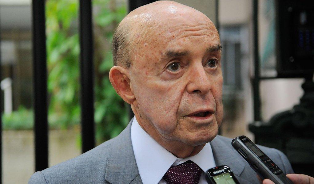 Rio de Janeiro - O governador em exercício, Francisco Dornelles, após visitar o governador Luiz Fernando Pezão em sua residência, no Leblon (Fernando Frazão/Agência Brasil)