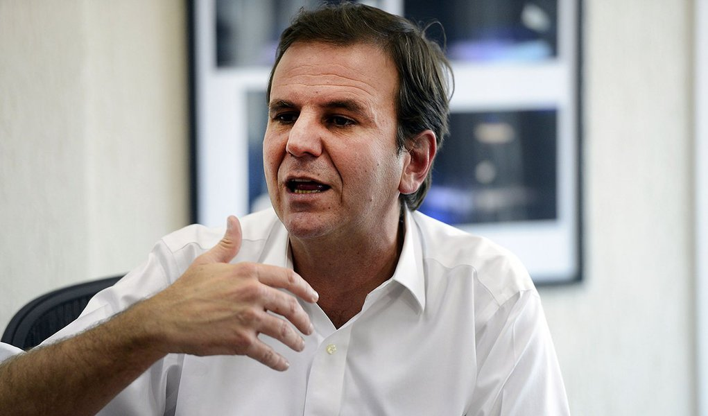 Rio de Janeiro - Coletiva de imprensa com o prefeito Eduardo Paes, para falar sobre o vazamento da conversa entre ele e o ex-presidente Lula (Tânia Rêgo/Agência Brasil)