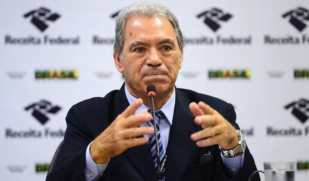 Brasília - O supervisor nacional do Imposto de Renda, Joaquim Adir, divulga os detalhes do preenchimento da Declaração do Imposto de Renda Pessoa Física 2016, relativo ao exercício de 2015 (Elza Fiuza/Agência Brasil)