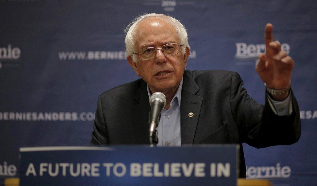 Pré-candidato democrata à presidência dos Estados Unidos Bernie Sanders. 11/04/2016 REUTERS/Brian Snyder