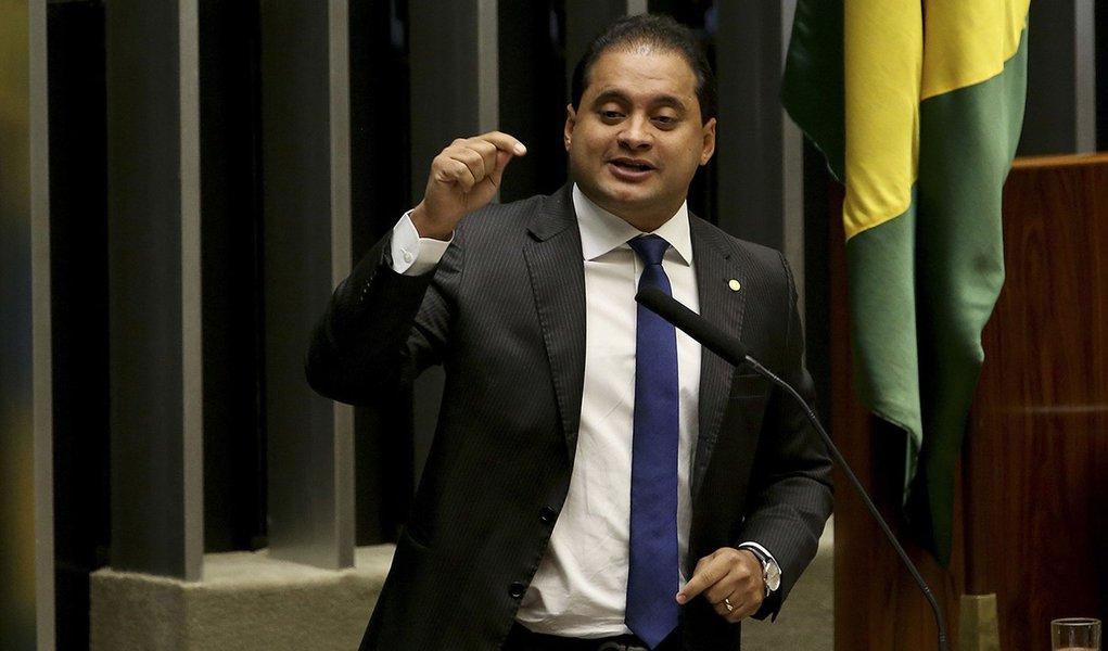 Brasília - Deputado Weverton Rocha (PDT/MA) durante sessão de discussão do processo de impeachment de Dilma, no plenário da Câmara (Wilson Dias/Agência Brasil)