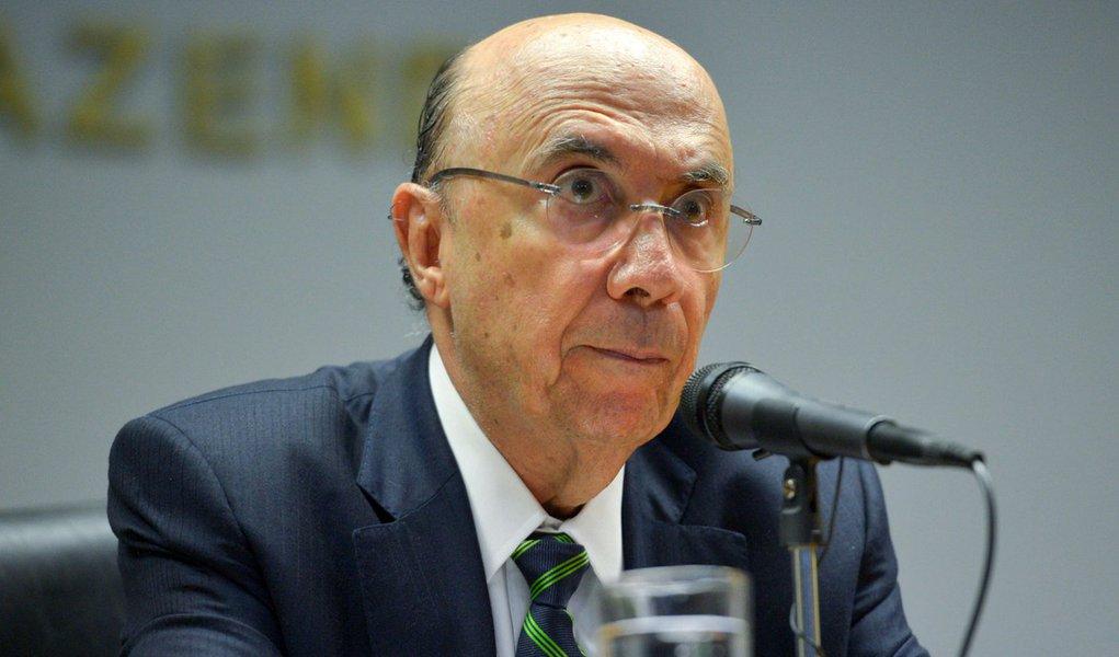 Bras�lia - O ministro da Fazenda, Henrique Meirelles anuncia durante entrevista a imprensa, o novo presidente do Banco Central, o economista Ilan Goldfajn (Jos� Cruz/Ag�ncia Brasil)