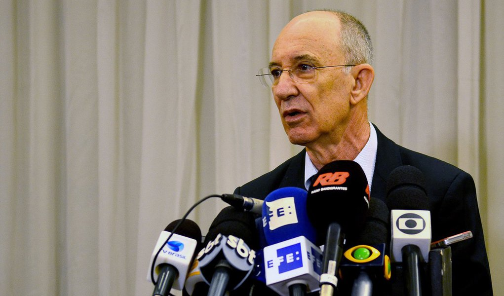 São Paulo - O presidente do PT, Rui Falcão fala com jornalistas após reunião do Conselho Político da Presidência do PT (Rovena Rosa/Agência Brasil)