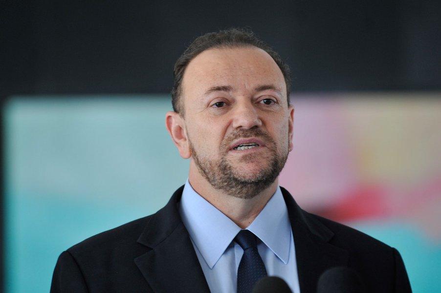 O ministro-chefe da Secretaria de Comunicação Social da Presidência da República, Edinho Silva, fala à imprensa, no Palácio do Planalto (Antonio Cruz/Agência Brasil)