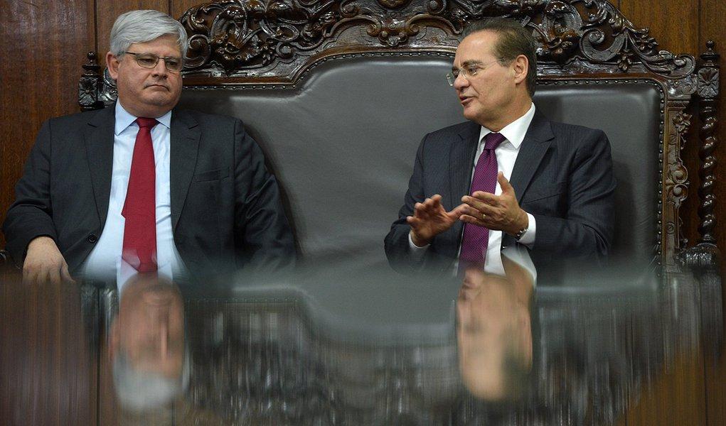 O procurador-geral da República, Rodrigo Janot, e o presidente do Senado, Renan Calheiros durante encontro no gabinete da Presidência do Senado (Fabio Rodrigues Pozzebom/Agência Brasil)