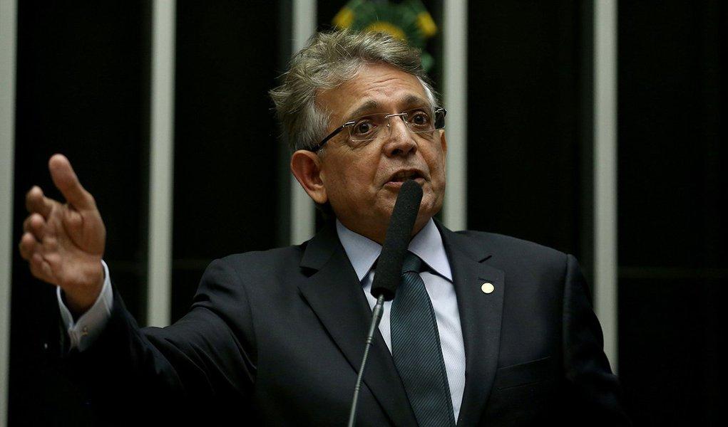 Brasília - Deputado Pauderney Avelino pede que Waldir Maranhão renuncie a presidência interina da Câmara dos Deputados (Wilson Dias/Agência Brasil)
