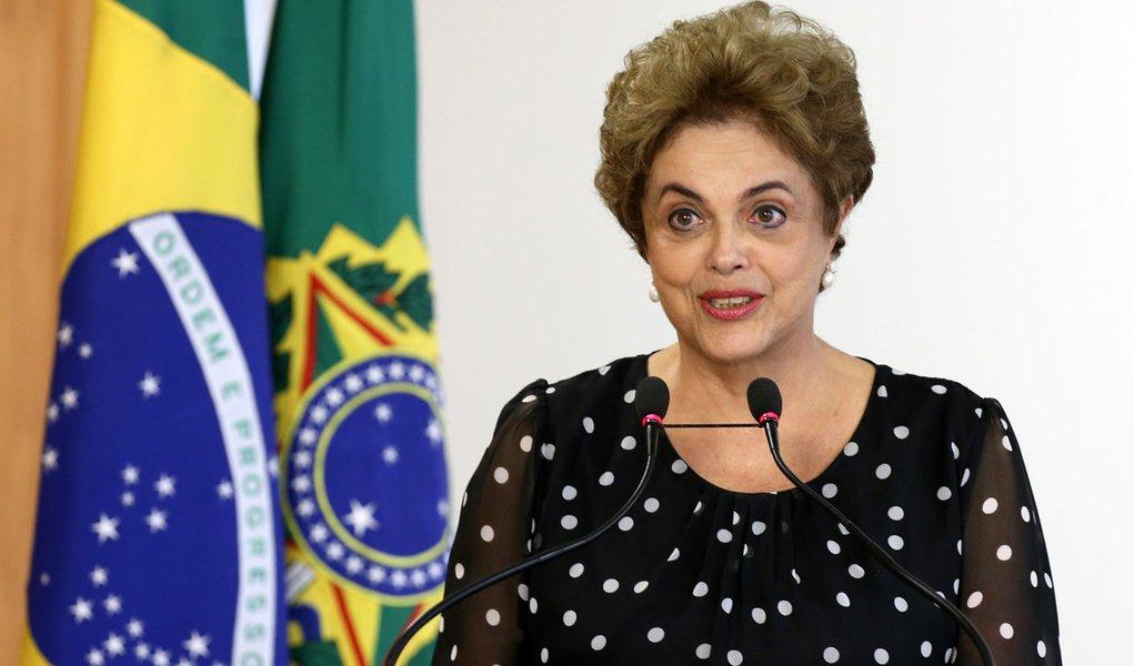 Brasília- DF 13-04-2016 Presidenta Dilma durante cerimônia de Assinatura de renovação de contrato de arrendamento entre a Secretaria Especial de Portos e o Terminal de Contêineres de Paranaguá Palácio do Planalto Foto Lula Marques/Agência PT